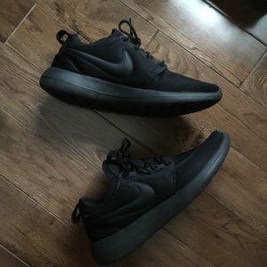 Women's Roshe Two Black Nike Sneakers